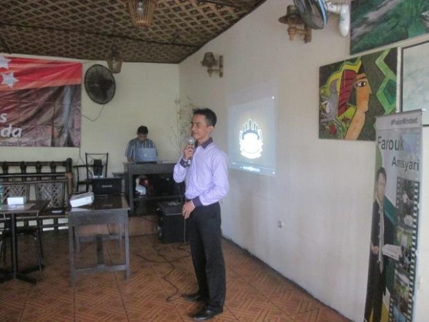 Yasid Purnama SMT di Public Speaking bersama Farouk Amsyari